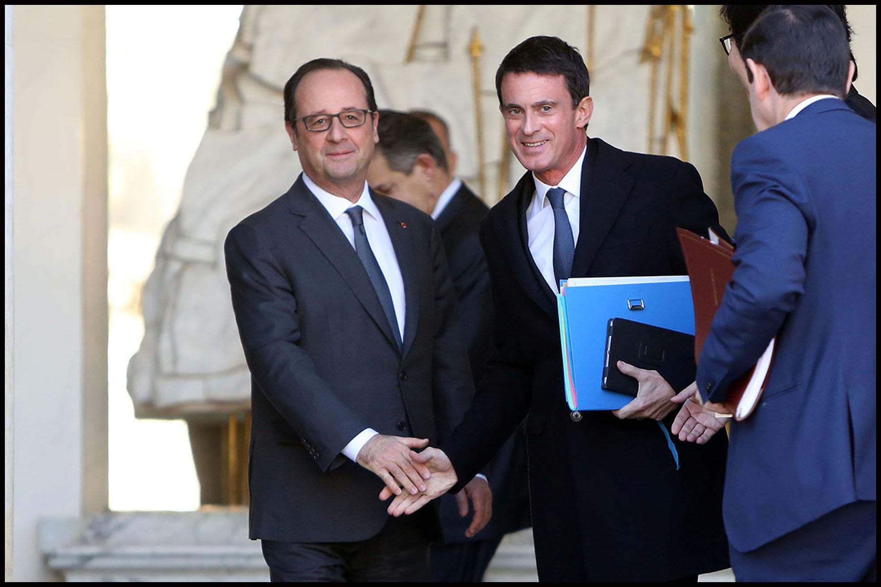 François HOLLANDE et Manuel VALLS à la sortie du Conseil des ministres.