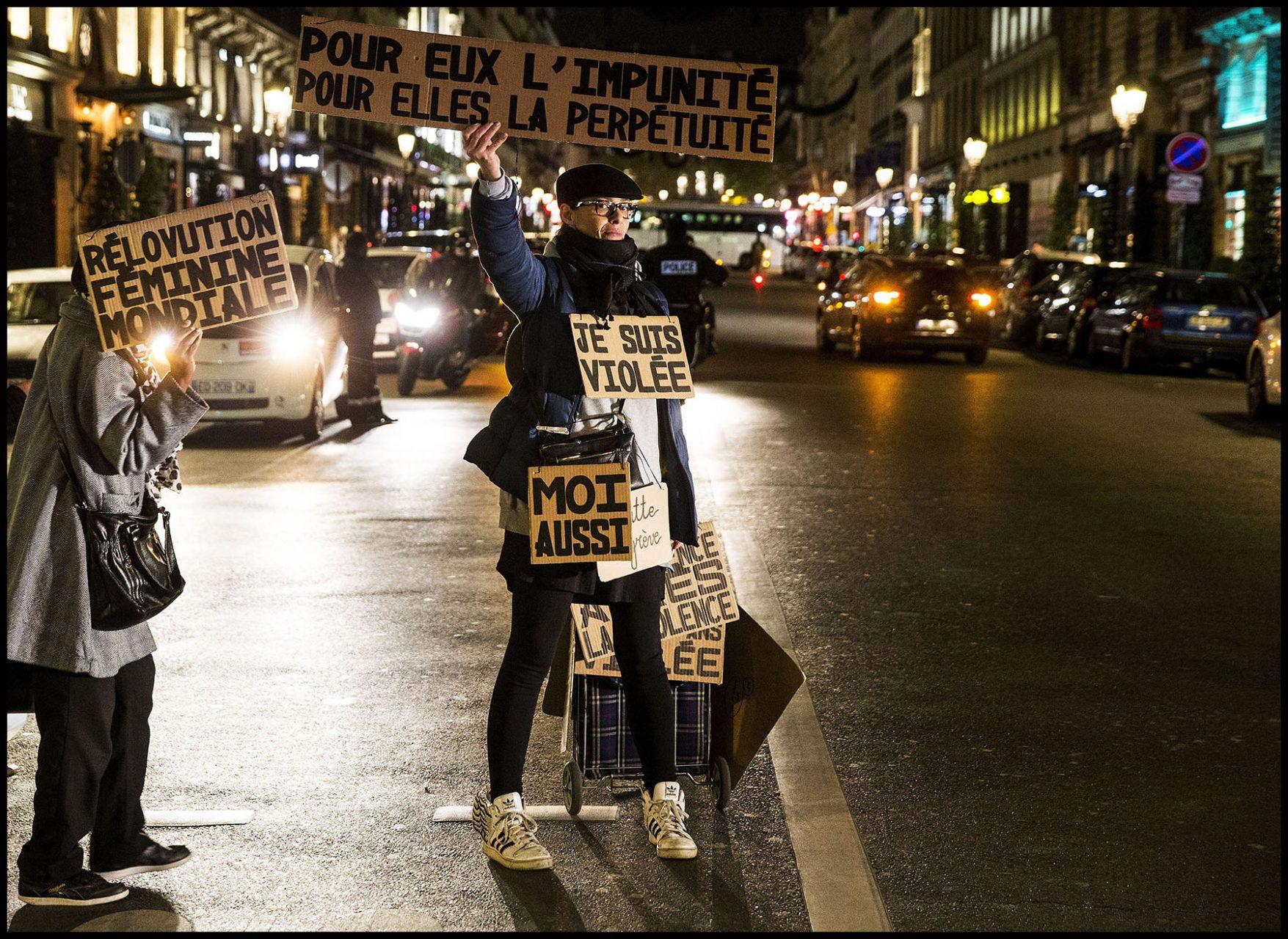 Manifestation féministe après l'acquitement d'un homme accusé du viol d'une fillette de 11 ans.