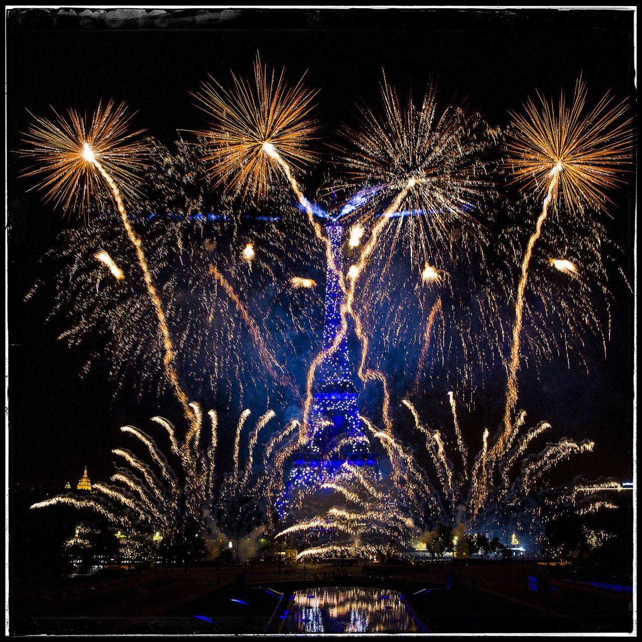 La tour Eiffel en voit de toutes les couleurs pour le 14 juillet Couleurs