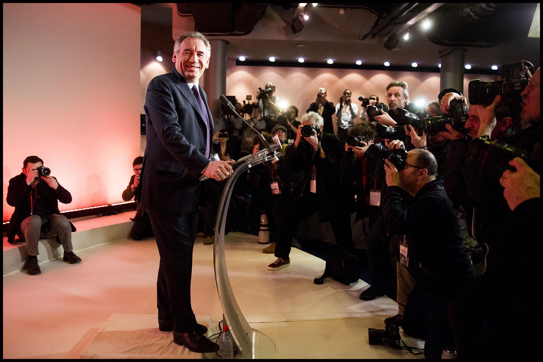 Lors d'une conférence de presse au siège du MODEM, François BAYROU renonce à sa candidature à la présidentielle et propose une alliance à Emmanuel MACRON