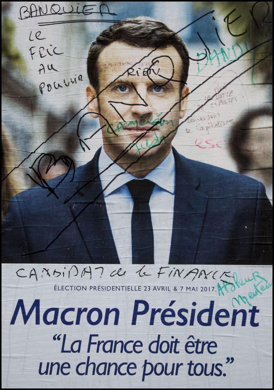 Les affiches officielles des candidats à l'élection présidentielle de 2017 sont rapidement taguées et détournées.