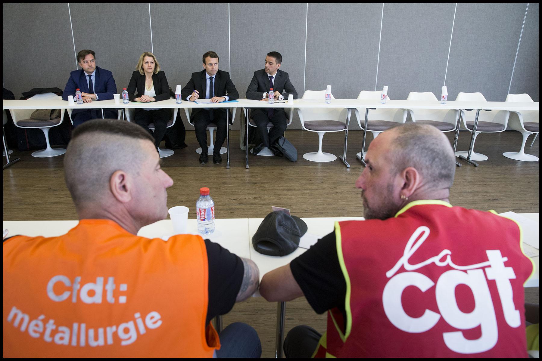 Emmanuel MACRON rencontre l'intersyndicale de Whirlpool à la chambre de commerce d'Amiens