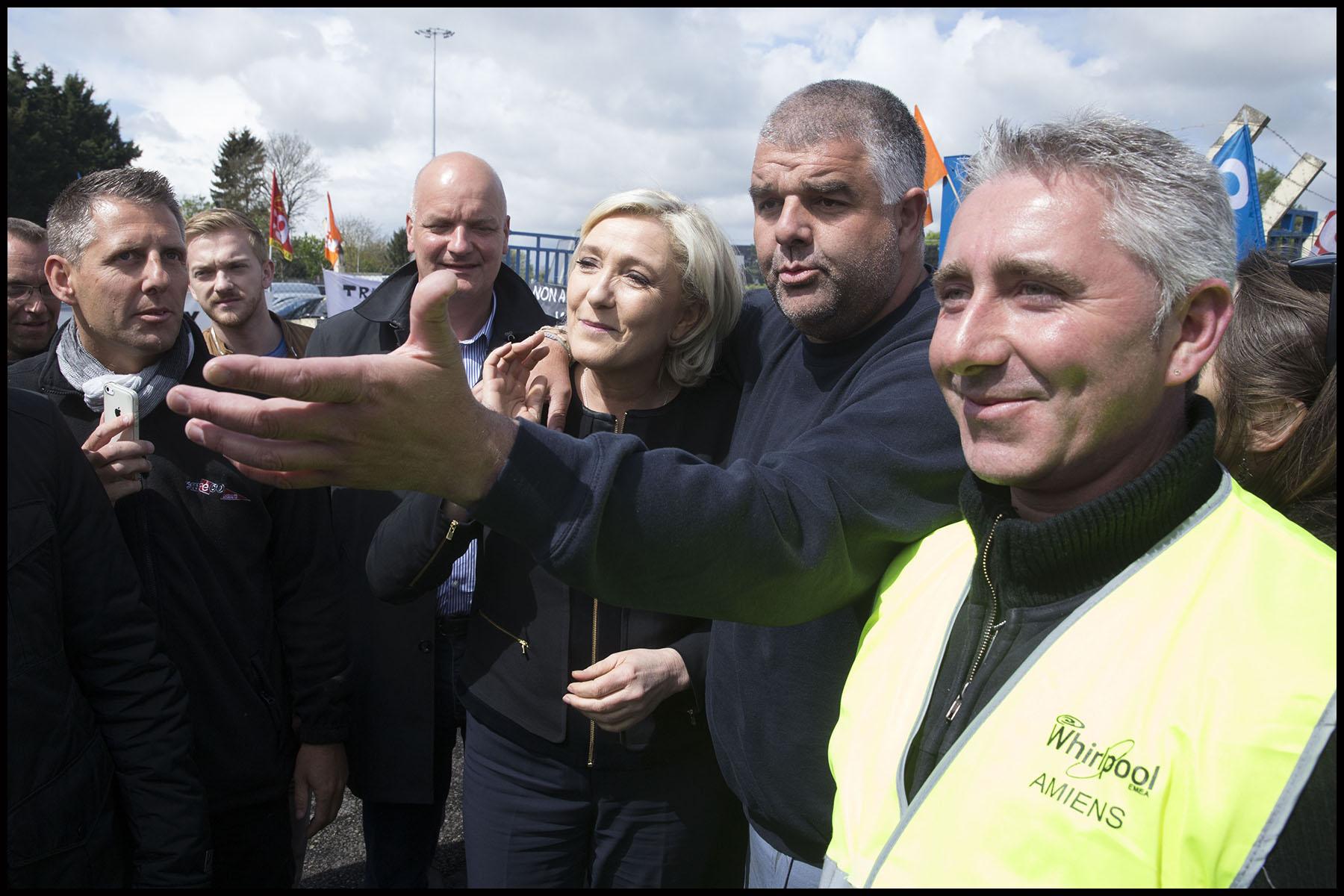 Visite de Marine LE PEN à l'usine Whirlpool d'Amiens.