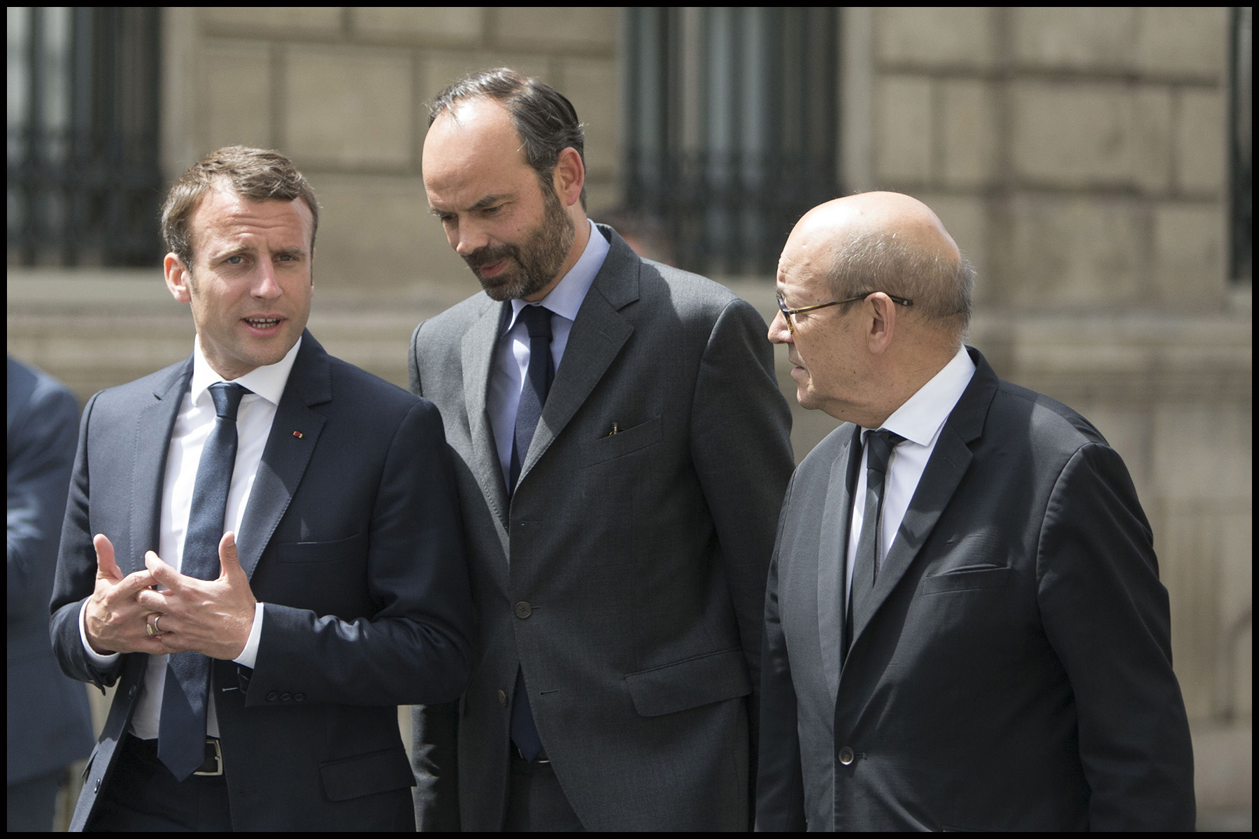 Le président Emmanuel MACRON se rend à l'ambassade de Grande Bretagne pour rendre hommage aux victimes de l'attentat de Londres.