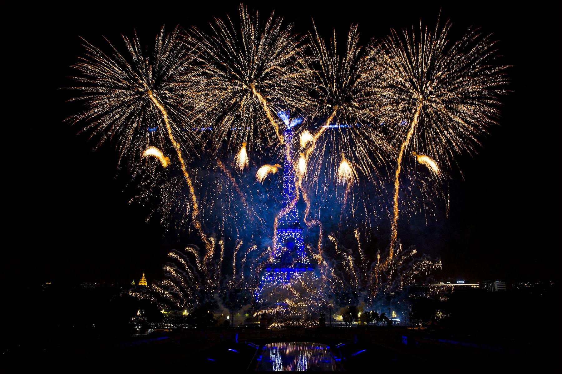 La tour Eiffel en voit de toutes les couleurs pour le 14 juillet