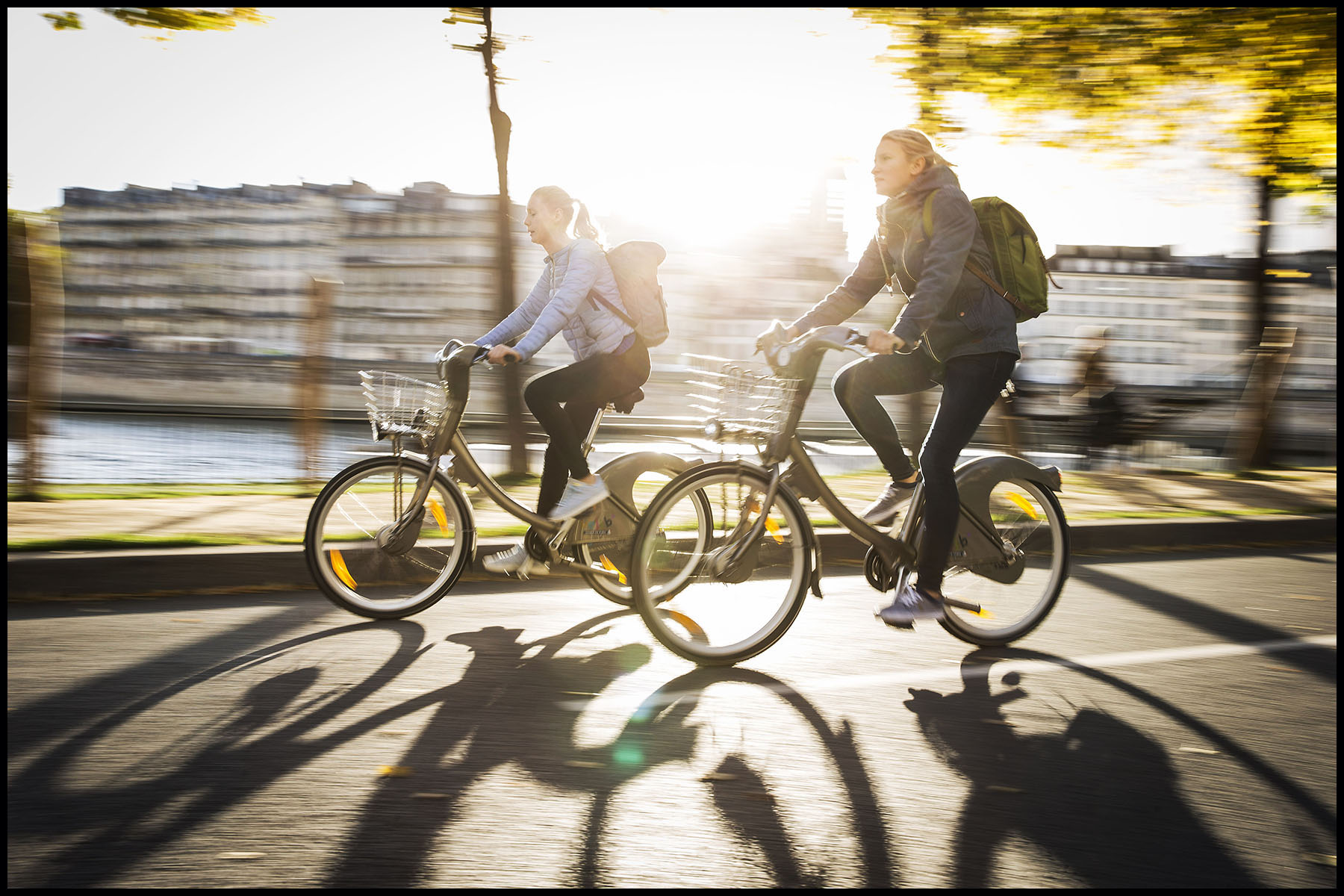 Les parisiens utilisent toutes les alternatives à la voiture pour se déplacer dans la capitale.