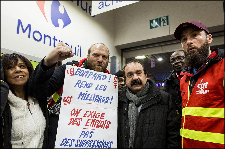 """Manifestation du collectif CGT Carrefour dans l'hypermarché de Montreuil, contre la """"casse sociale"""""""