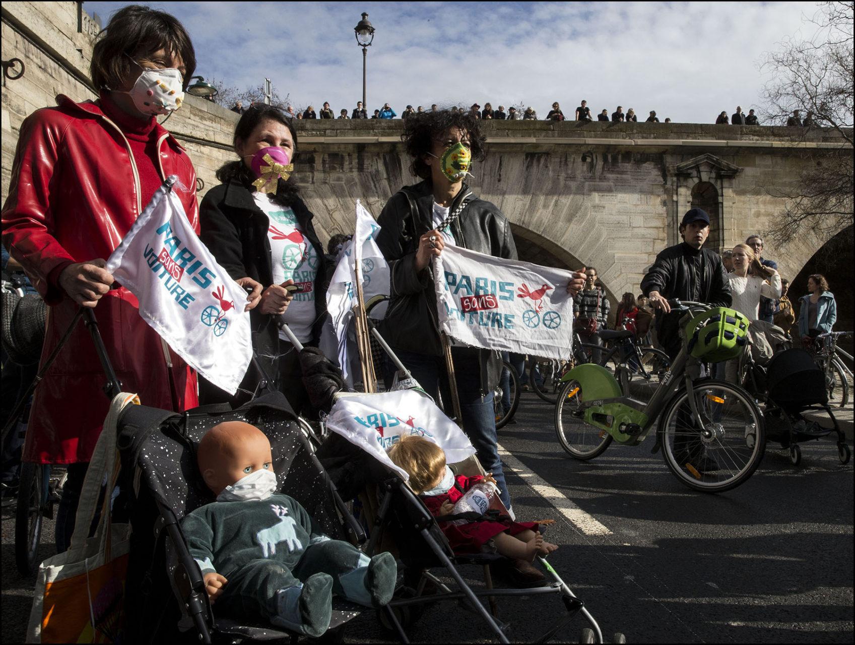 Manifestation de soutien à Anne HIDALGO pour le maintien de la piétonisation des voies sur berges rive droite.