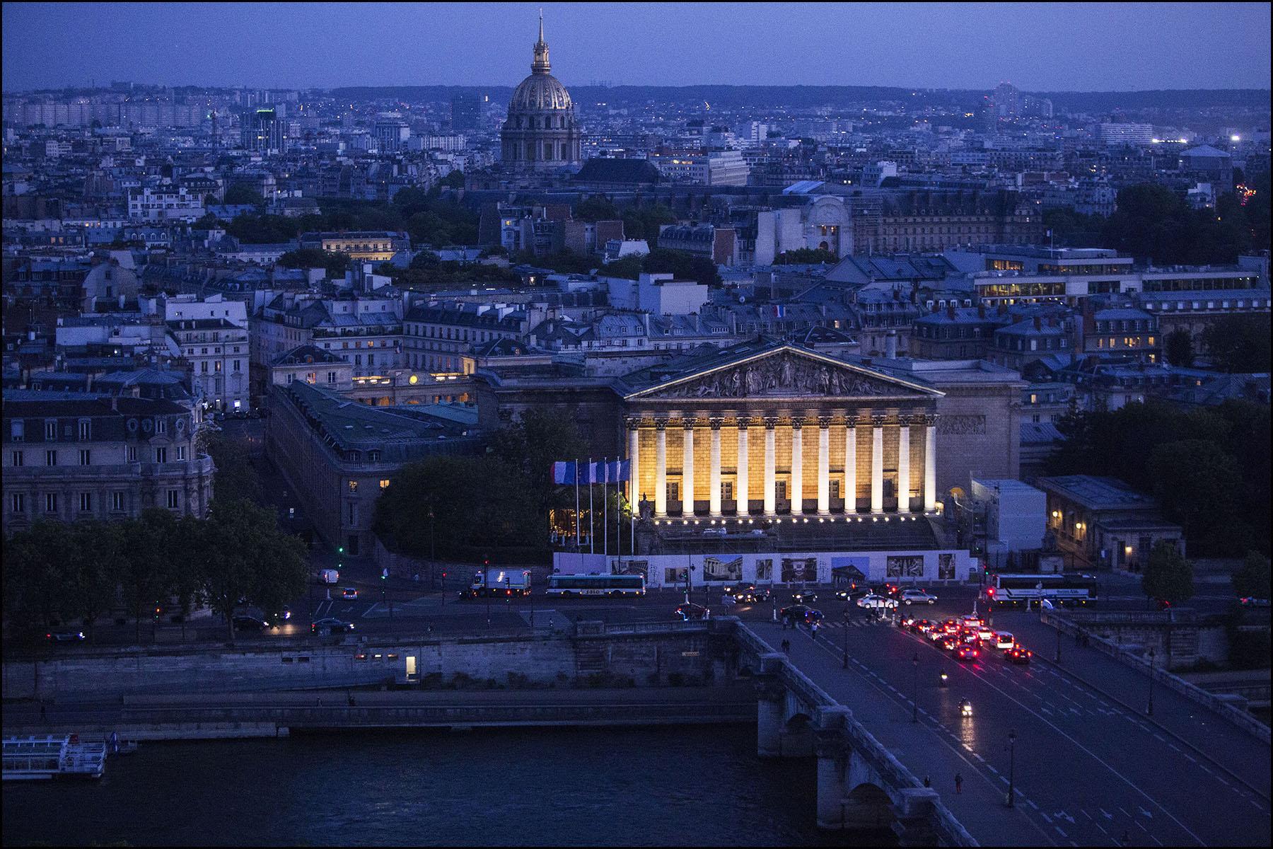 Derniers tours pour la grande roue de Paris sur la place de La Concorde.