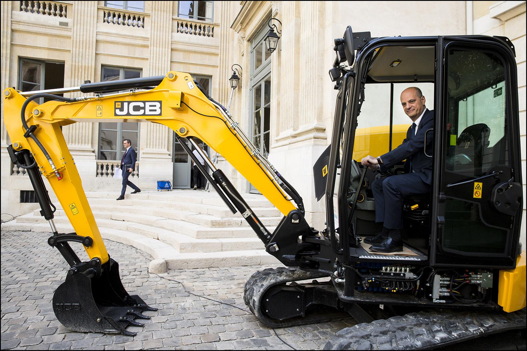 """Jean-Michel BLANQUER lance l'opération """" transformer le lycée professionnel"""""""
