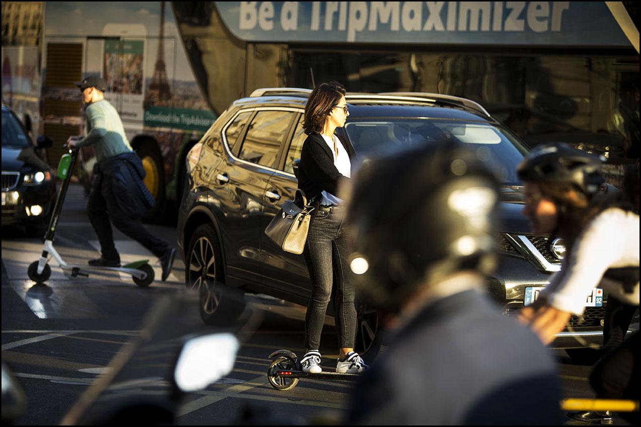 La trottinette électrique dans le chaos de la mobilité à Paris.
