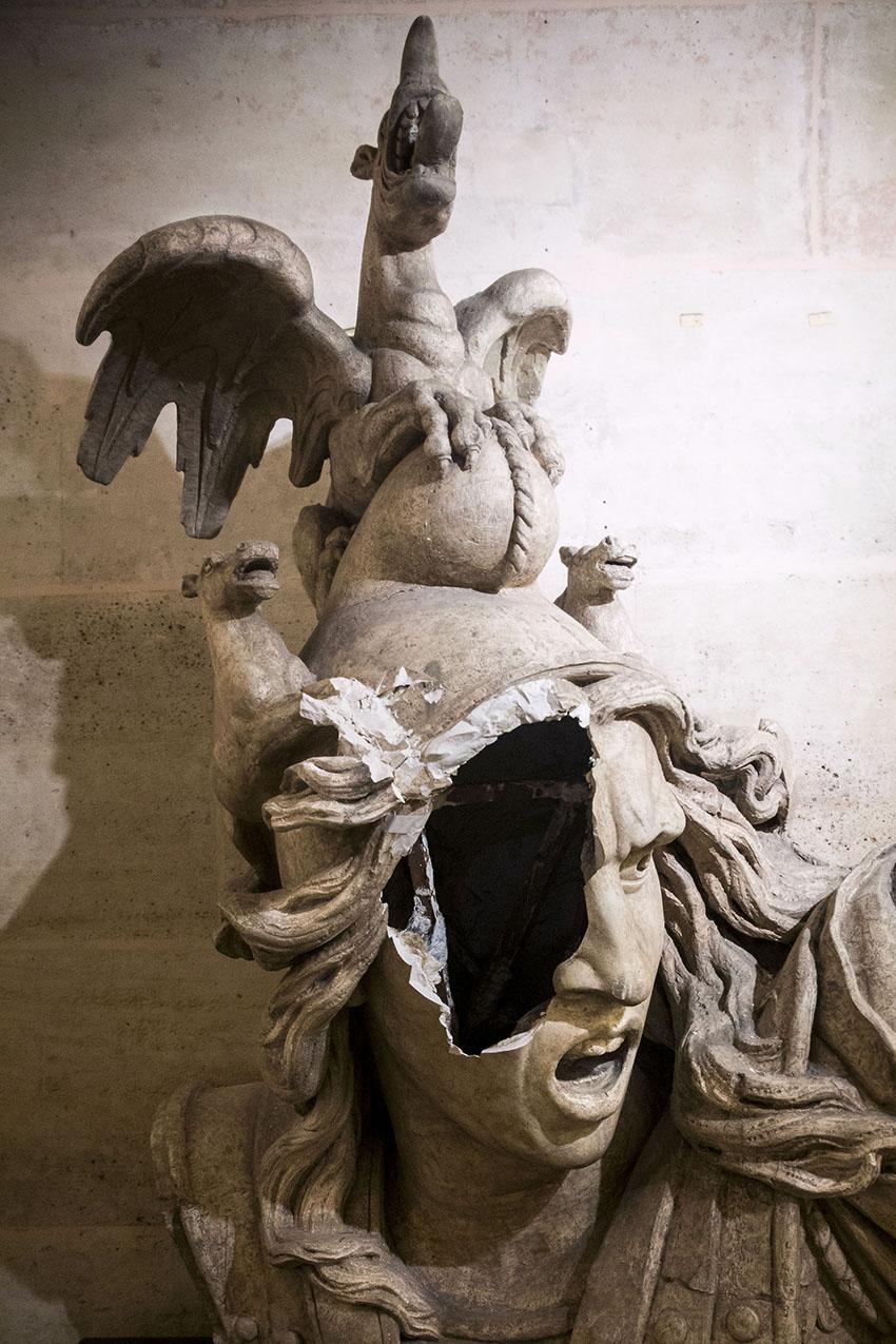 Retour à l'Arc de Triomphe après son saccage lors de la manif des gilets jaunes.