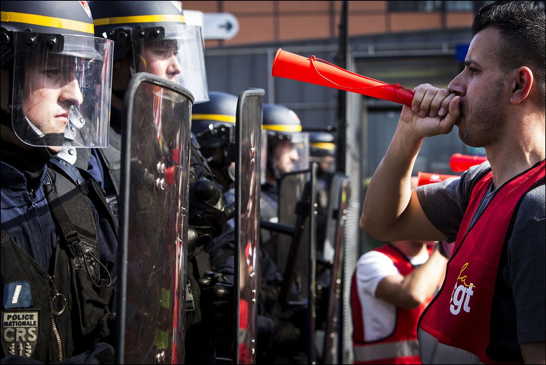 Manifestation devant l'assemblée générale du groupe Carrefour
