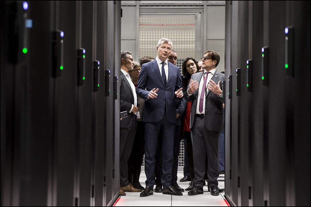 Bruno LE MAIRE inaugure le 8ème data center d' Equinix à Pantin et visite les installations ultra-sécurisées du centre de données numériques.