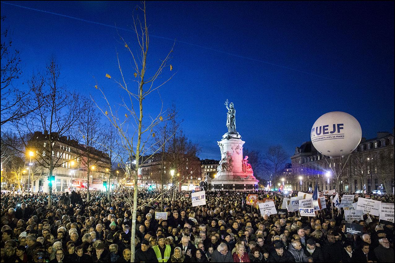 Rassemblement contre l'antisémitisme, place de la République à Paris, après la vague d'actes antisémites commis en France.