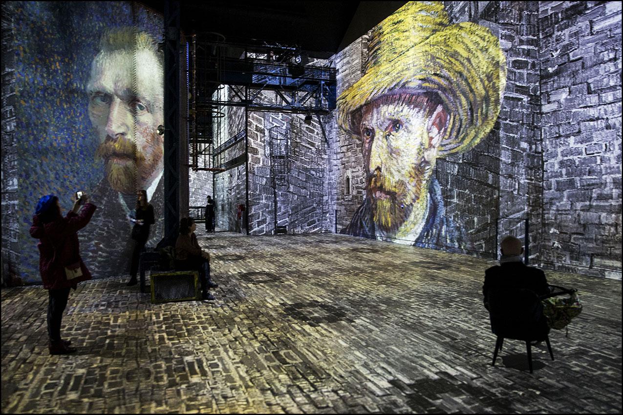 """""""Van Gogh, La Nuit Etoilée"""" la nouvelle création d'art numérique de Gianfranco IANNUZZI à l'Atelier des Lumières. Autoportraits de Vincent VAN GOGH"""