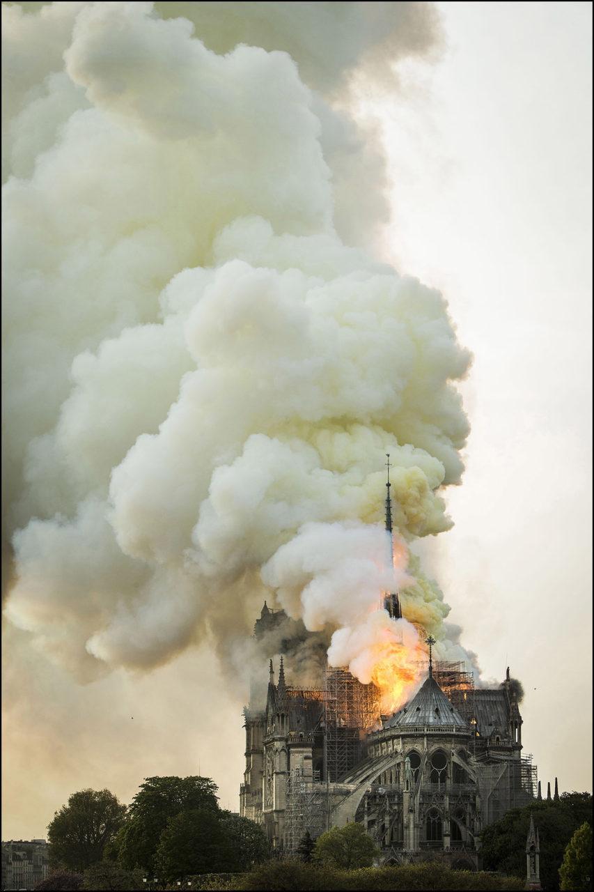 La cathédrale Notre-Dame en feu